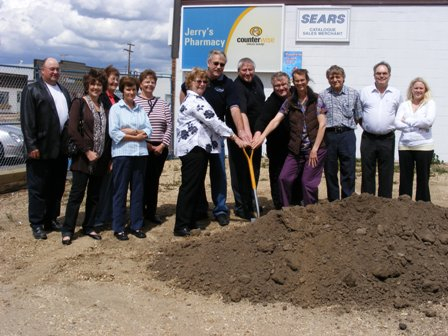 Sod_Turning_for_clinic_May_2010-small.JPG
